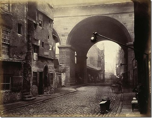 The-Cowgate-Arch-of-George-IV-Bridge-Edinburgh_2
