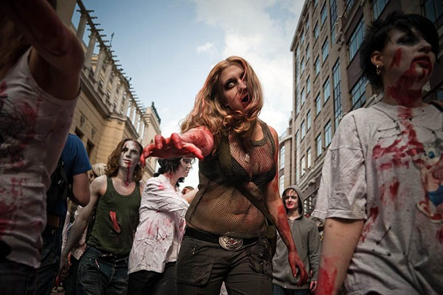 Moscow_Zombie_Parade_woman
