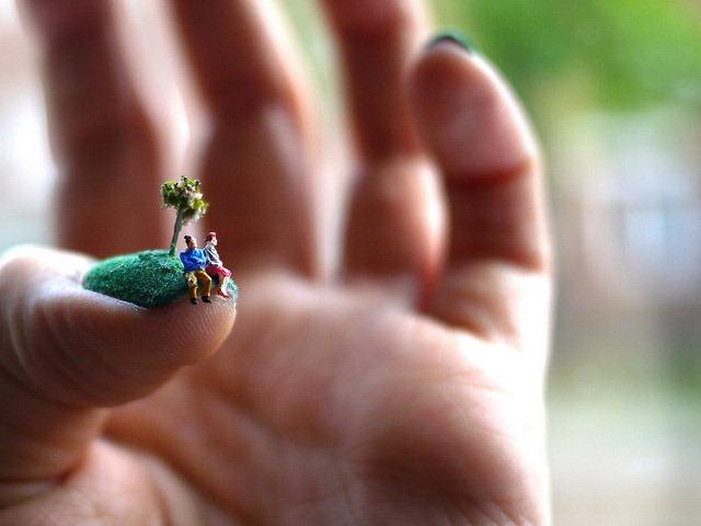 Alice-Bartlett-Manicured-Fingenail-Lawns-04