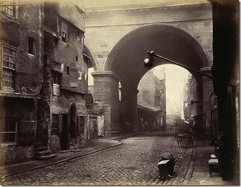 The-Cowgate-Arch-of-George-IV-Bridge-Edinburgh_2