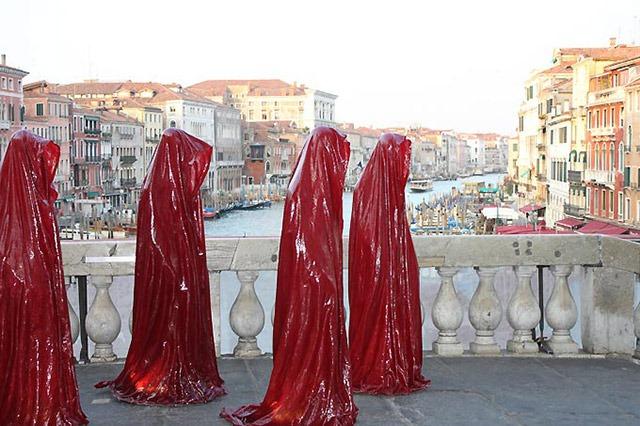 contemporary-art-biennale-show-project-venice--illuminations-punte-di-realto-manfred-kielnhofer