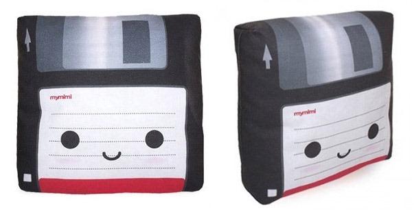 Mini-Floppy-Disk-Pillow