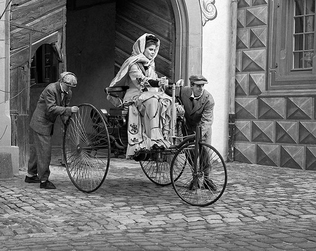bertha_Benz_Motorwagen-small