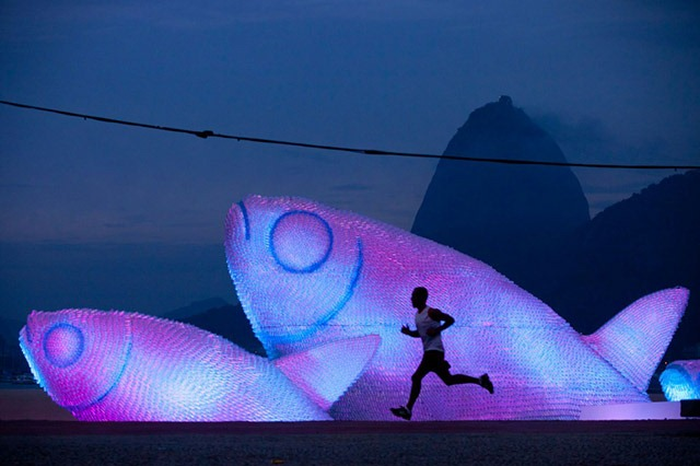 The-Big-Fishes-Sculpture-Rio-Night