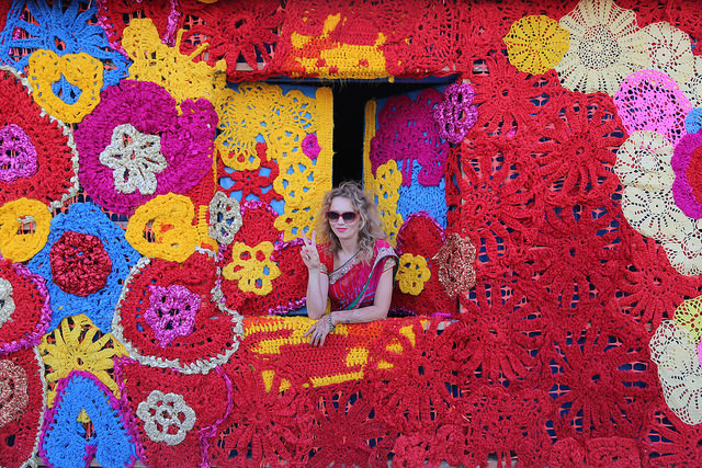 Olek-Rain-Basera-Crocheted-Yarn-Installation-in-New-Delhi-02