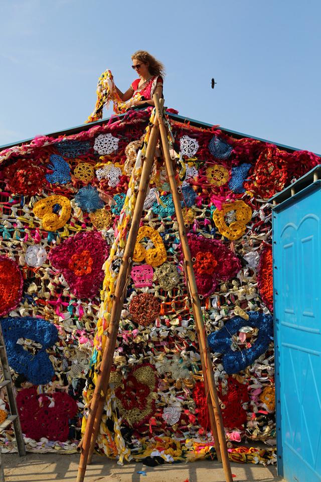 Olek-Rain-Basera-Crocheted-Yarn-Installation-in-New-Delhi