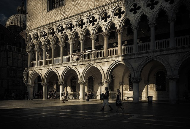 Photographs-of-Venice-by-Ron-Gessel